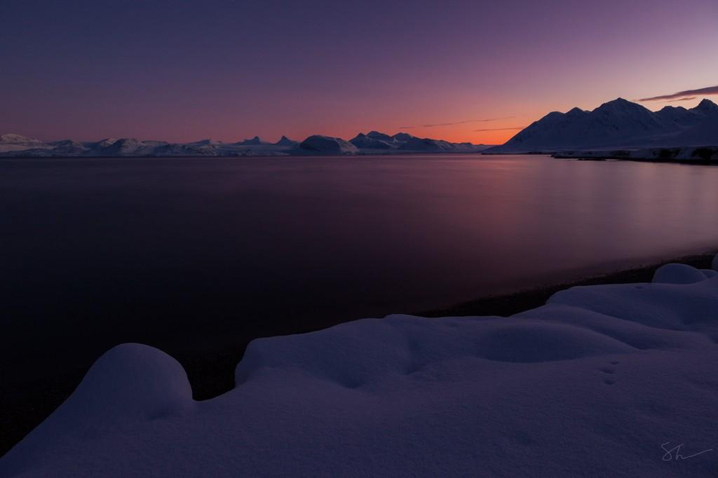 A fantastic phenomenon of a red horizon in the polar night.
