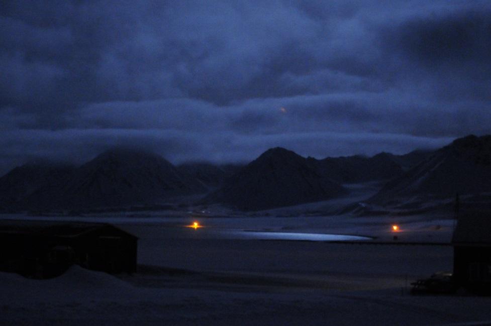 Midday in Ny-Ålesund - pretty dark! (Photo: Lars Lønne)